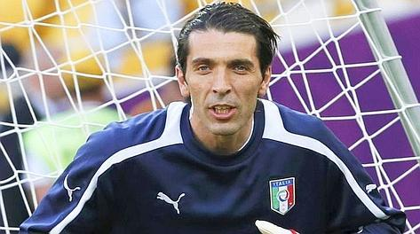 Gigi Buffon sembra un uomo in missione.Sincero sino alla brutalit, patriota, polemico spesso e volentieri, fiducioso senza per questo non essere realista